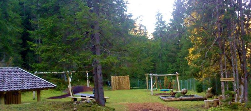 waldspielplatz-tirol-wildschoenau-koglweg-thierbach-kinderspielplatz-holidays-with-kids-children-perfect-place-kinderurlaub