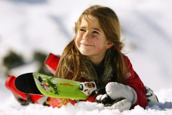 skiing-Kitzbuehel-Alps-fawn-children-kids-fun-ski lessons ski-train-wildschoenau-skischule-skiscool